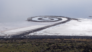 Robert Smithson, Spiral Jetty (PD) Soren harward https://commons.wikimedia.org/wiki/File:Spiral-jetty-from-rozel-point.png